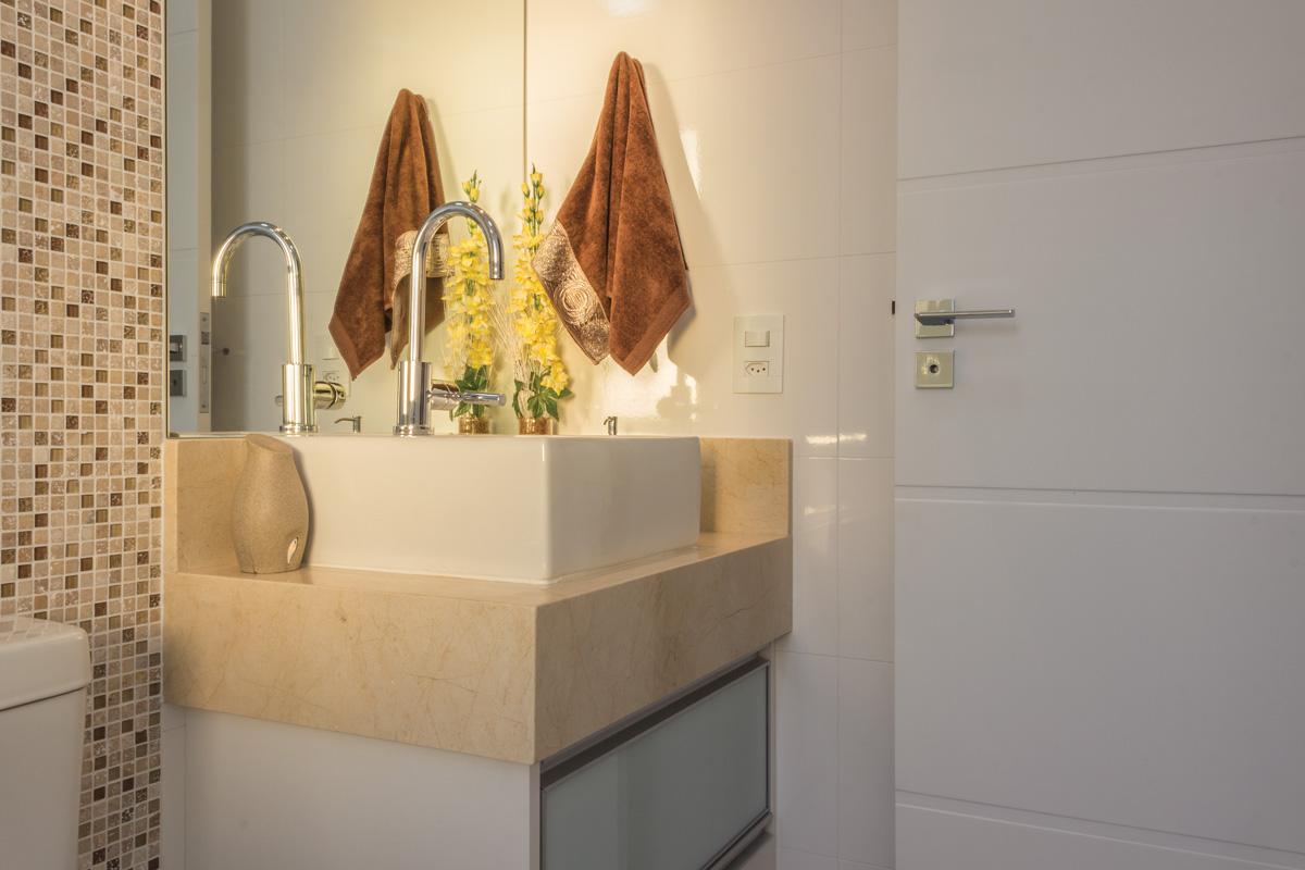 Bancada em Mármore Crema Marfil #B48D17 1200x800 Banheiro Branco Com Bancada Crema Marfil